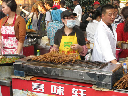 You will never go hungry in China - food vendors are everywhere