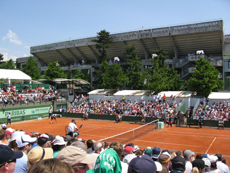 The outside courts have plenty of seating