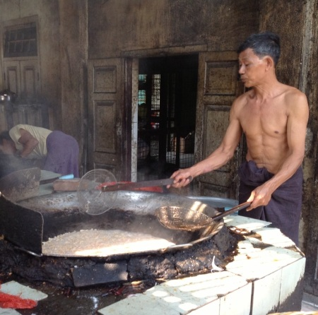 Cooking lunch for a thousand monks! Maha Ganayon Kyaung Monastery, Amarapura
