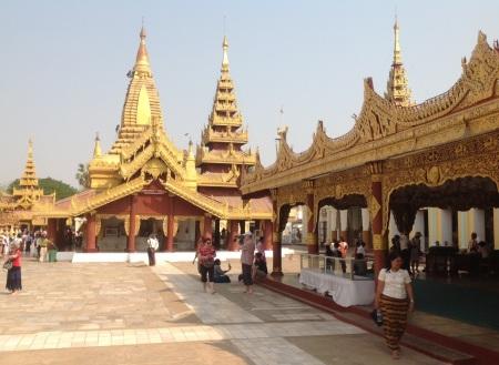 Schwezigon Paya, Nyaung Un, Bagan.