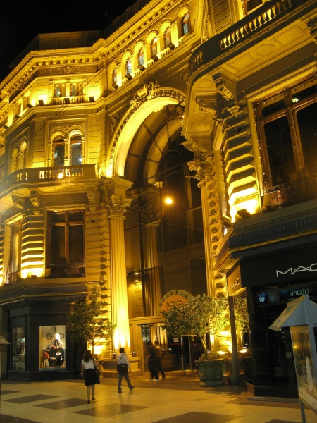 The Galleries Pacifico Mall is housed in a splendidly restored building dating from 1899