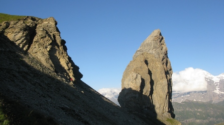 Approaching the Lobhorn. Ampai can be made out at the foot of the first rocky outcrop.