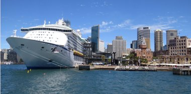 6 Large Ocean Liners are a frequent occurrence at Circular Quay as Sydney is a highlight of most world cruises.